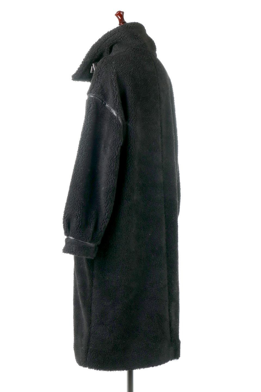 ShearlingFleeceStrappedNeckCoatボア&パイピング・ハイネックコート大人カジュアルに最適な海外ファッションのothers(その他インポートアイテム)のアウターやコート。首元まで暖かい、ミリタリー調のストラップが可愛いハイネックのボアロングコート。要所要所に施した合皮パイピングデザインがポイントになり、全体をスタイリッシュな雰囲気に仕上げてくれます。/main-3
