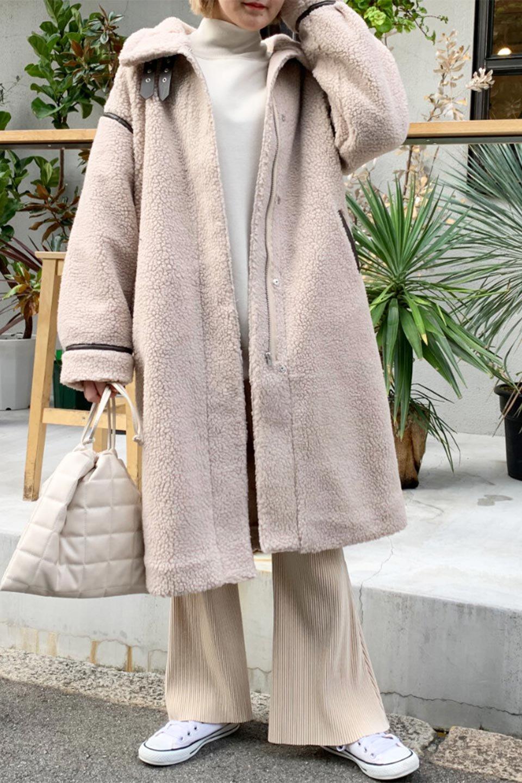 ShearlingFleeceStrappedNeckCoatボア&パイピング・ハイネックコート大人カジュアルに最適な海外ファッションのothers(その他インポートアイテム)のアウターやコート。首元まで暖かい、ミリタリー調のストラップが可愛いハイネックのボアロングコート。要所要所に施した合皮パイピングデザインがポイントになり、全体をスタイリッシュな雰囲気に仕上げてくれます。/main-30