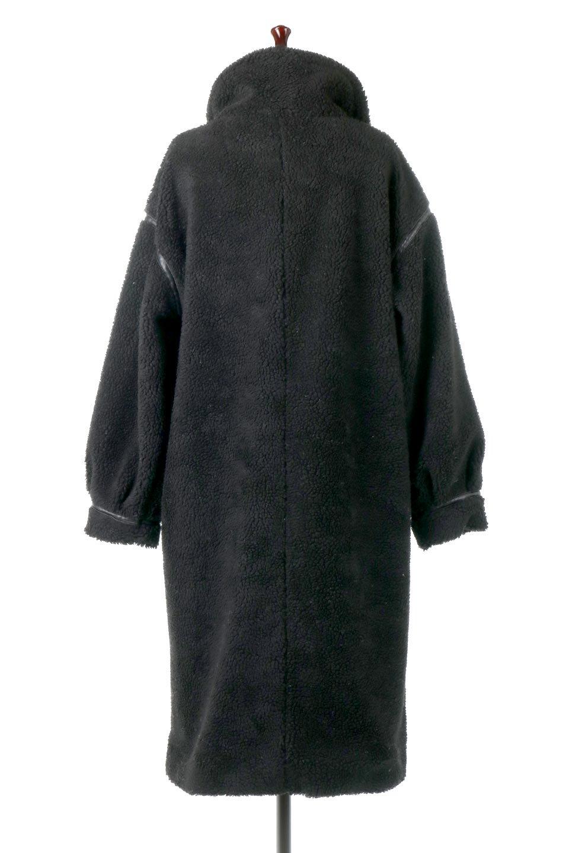 ShearlingFleeceStrappedNeckCoatボア&パイピング・ハイネックコート大人カジュアルに最適な海外ファッションのothers(その他インポートアイテム)のアウターやコート。首元まで暖かい、ミリタリー調のストラップが可愛いハイネックのボアロングコート。要所要所に施した合皮パイピングデザインがポイントになり、全体をスタイリッシュな雰囲気に仕上げてくれます。/main-4
