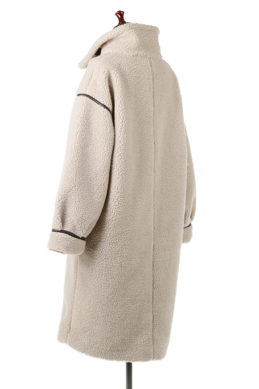 ShearlingFleeceStrappedNeckCoatボア&パイピング・ハイネックコート大人カジュアルに最適な海外ファッションのothers(その他インポートアイテム)のアウターやコート。首元まで暖かい、ミリタリー調のストラップが可愛いハイネックのボアロングコート。要所要所に施した合皮パイピングデザインがポイントになり、全体をスタイリッシュな雰囲気に仕上げてくれます。/main-8