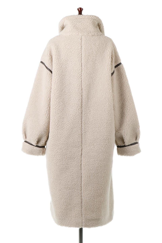 ShearlingFleeceStrappedNeckCoatボア&パイピング・ハイネックコート大人カジュアルに最適な海外ファッションのothers(その他インポートアイテム)のアウターやコート。首元まで暖かい、ミリタリー調のストラップが可愛いハイネックのボアロングコート。要所要所に施した合皮パイピングデザインがポイントになり、全体をスタイリッシュな雰囲気に仕上げてくれます。/main-9