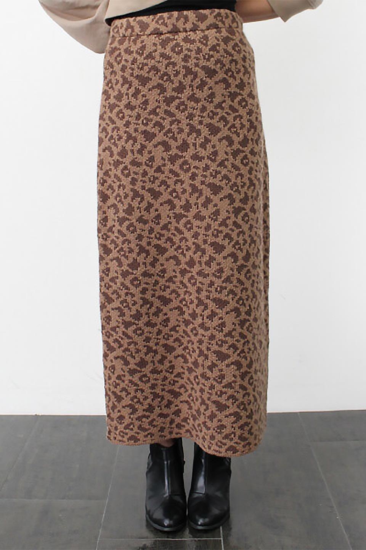 LeopardPatternedKnitSkirtレオパード柄・ニットスカート大人カジュアルに最適な海外ファッションのothers(その他インポートアイテム)のボトムやスカート。根強い人気のレオパード柄をあしらったニットスカート。茶系のレオパード柄はコーディネートも楽に決まる人気のカラーリング。/main-21
