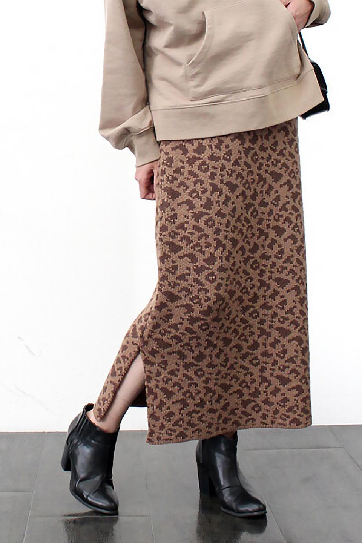 LeopardPatternedKnitSkirtレオパード柄・ニットスカート大人カジュアルに最適な海外ファッションのothers(その他インポートアイテム)のボトムやスカート。根強い人気のレオパード柄をあしらったニットスカート。茶系のレオパード柄はコーディネートも楽に決まる人気のカラーリング。/main-22