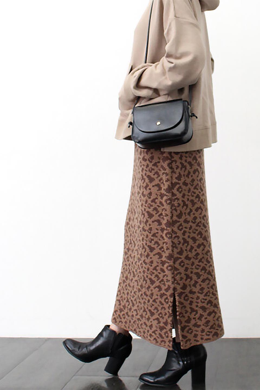LeopardPatternedKnitSkirtレオパード柄・ニットスカート大人カジュアルに最適な海外ファッションのothers(その他インポートアイテム)のボトムやスカート。根強い人気のレオパード柄をあしらったニットスカート。茶系のレオパード柄はコーディネートも楽に決まる人気のカラーリング。/main-23