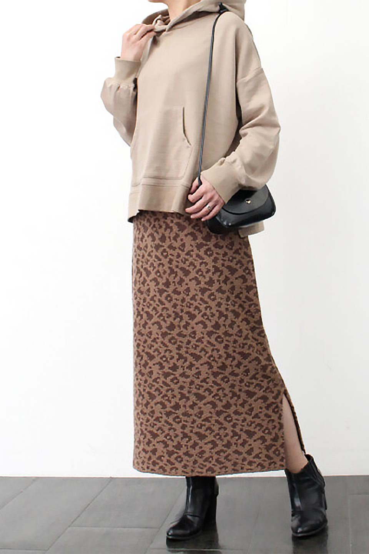 LeopardPatternedKnitSkirtレオパード柄・ニットスカート大人カジュアルに最適な海外ファッションのothers(その他インポートアイテム)のボトムやスカート。根強い人気のレオパード柄をあしらったニットスカート。茶系のレオパード柄はコーディネートも楽に決まる人気のカラーリング。/main-24
