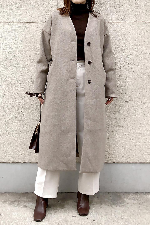 EcoWoolCollarlessLongCoatフェイクウール・ノーカラーコート大人カジュアルに最適な海外ファッションのothers(その他インポートアイテム)のアウターやコート。暖かみのあるフェイクウールを使用したノーカラーコート。カジュアル過ぎないノーカラーデザインが上品に魅せ、スッキリとしたシルエットで落ち着いた大人コーデには欠かせません。/main-30