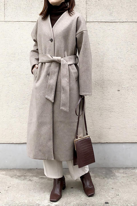 EcoWoolCollarlessLongCoatフェイクウール・ノーカラーコート大人カジュアルに最適な海外ファッションのothers(その他インポートアイテム)のアウターやコート。暖かみのあるフェイクウールを使用したノーカラーコート。カジュアル過ぎないノーカラーデザインが上品に魅せ、スッキリとしたシルエットで落ち着いた大人コーデには欠かせません。/main-31