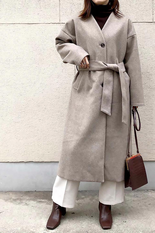 EcoWoolCollarlessLongCoatフェイクウール・ノーカラーコート大人カジュアルに最適な海外ファッションのothers(その他インポートアイテム)のアウターやコート。暖かみのあるフェイクウールを使用したノーカラーコート。カジュアル過ぎないノーカラーデザインが上品に魅せ、スッキリとしたシルエットで落ち着いた大人コーデには欠かせません。/main-32