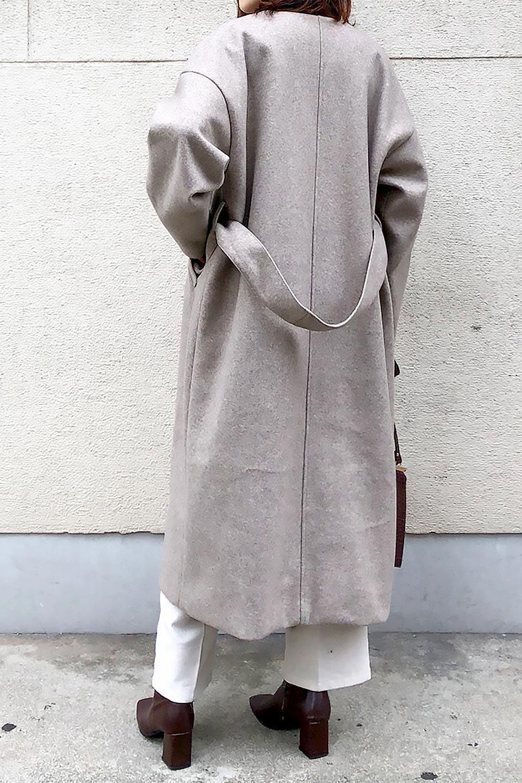EcoWoolCollarlessLongCoatフェイクウール・ノーカラーコート大人カジュアルに最適な海外ファッションのothers(その他インポートアイテム)のアウターやコート。暖かみのあるフェイクウールを使用したノーカラーコート。カジュアル過ぎないノーカラーデザインが上品に魅せ、スッキリとしたシルエットで落ち着いた大人コーデには欠かせません。/main-33