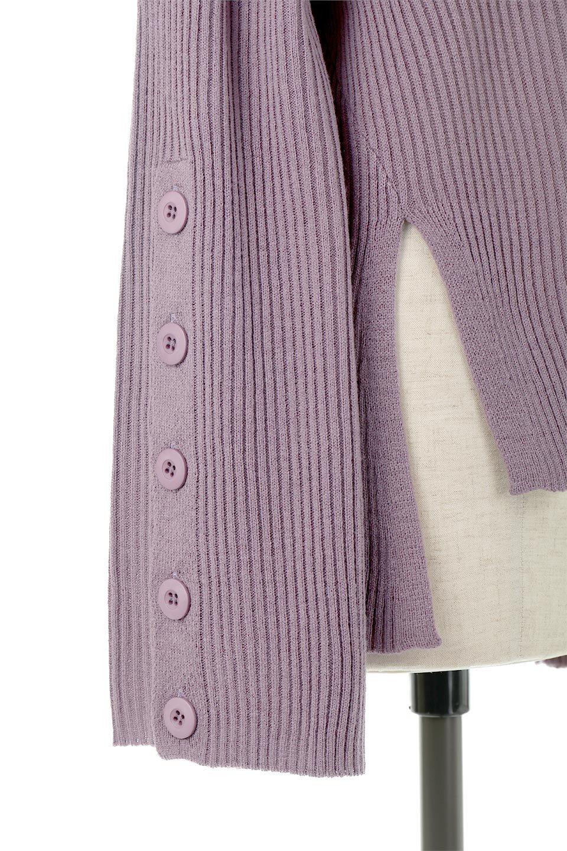 ButtonSleeveSideSlitTopボタンスリーブ・リブニットトップ大人カジュアルに最適な海外ファッションのothers(その他インポートアイテム)のトップスやカットソー。大きめボタンの袖が可愛いリブニットのハイネックトップス。厚すぎない生地感で春にも活躍するアイテムです。/main-29