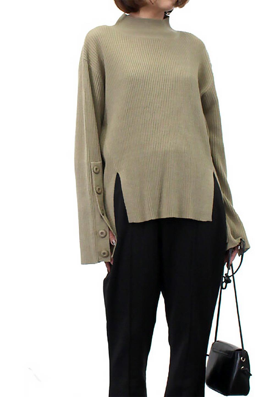 ButtonSleeveSideSlitTopボタンスリーブ・リブニットトップ大人カジュアルに最適な海外ファッションのothers(その他インポートアイテム)のトップスやカットソー。大きめボタンの袖が可愛いリブニットのハイネックトップス。厚すぎない生地感で春にも活躍するアイテムです。/main-34