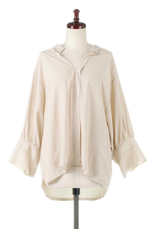 FrillSleeveSlitNeckBlouse袖フリル・キーネックブラウス大人カジュアルに最適な海外ファッションのothers(その他インポートアイテム)のトップスやシャツ・ブラウス。さりげない袖のフリルが可愛らしすぎずオトナな印象のブラウス。くびもとはVネックになっているのですっきりして、パンツにもスカートにも合わせやすい丈感。/main-10