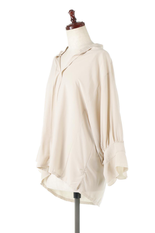 FrillSleeveSlitNeckBlouse袖フリル・キーネックブラウス大人カジュアルに最適な海外ファッションのothers(その他インポートアイテム)のトップスやシャツ・ブラウス。さりげない袖のフリルが可愛らしすぎずオトナな印象のブラウス。くびもとはVネックになっているのですっきりして、パンツにもスカートにも合わせやすい丈感。/main-11