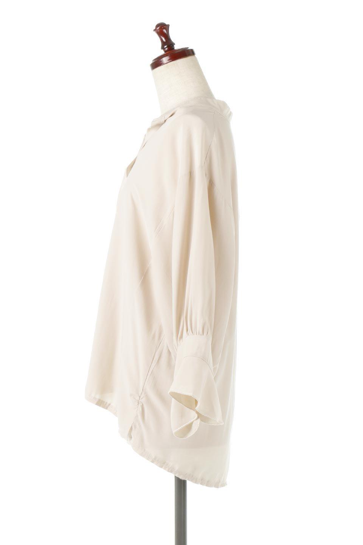FrillSleeveSlitNeckBlouse袖フリル・キーネックブラウス大人カジュアルに最適な海外ファッションのothers(その他インポートアイテム)のトップスやシャツ・ブラウス。さりげない袖のフリルが可愛らしすぎずオトナな印象のブラウス。くびもとはVネックになっているのですっきりして、パンツにもスカートにも合わせやすい丈感。/main-12