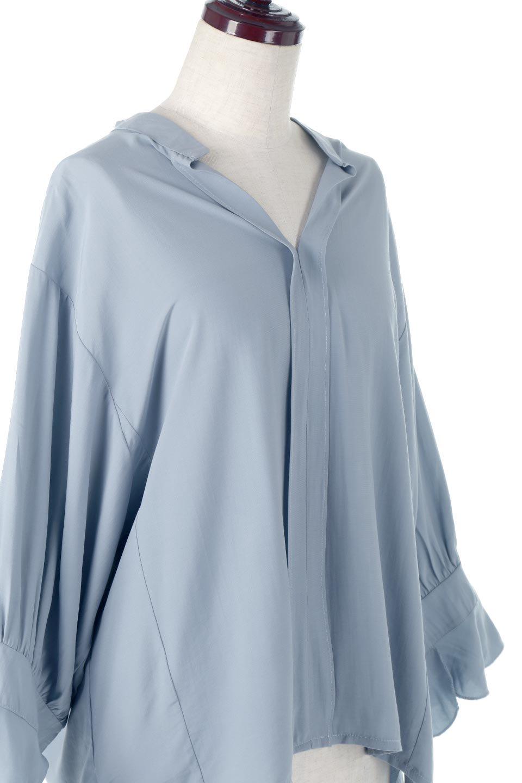 FrillSleeveSlitNeckBlouse袖フリル・キーネックブラウス大人カジュアルに最適な海外ファッションのothers(その他インポートアイテム)のトップスやシャツ・ブラウス。さりげない袖のフリルが可愛らしすぎずオトナな印象のブラウス。くびもとはVネックになっているのですっきりして、パンツにもスカートにも合わせやすい丈感。/main-16
