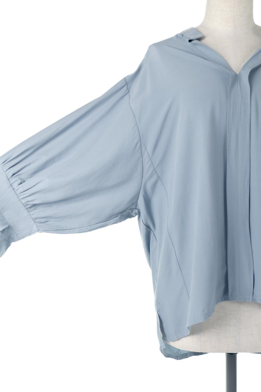 FrillSleeveSlitNeckBlouse袖フリル・キーネックブラウス大人カジュアルに最適な海外ファッションのothers(その他インポートアイテム)のトップスやシャツ・ブラウス。さりげない袖のフリルが可愛らしすぎずオトナな印象のブラウス。くびもとはVネックになっているのですっきりして、パンツにもスカートにも合わせやすい丈感。/main-20