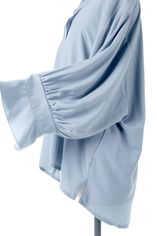 FrillSleeveSlitNeckBlouse袖フリル・キーネックブラウス大人カジュアルに最適な海外ファッションのothers(その他インポートアイテム)のトップスやシャツ・ブラウス。さりげない袖のフリルが可愛らしすぎずオトナな印象のブラウス。くびもとはVネックになっているのですっきりして、パンツにもスカートにも合わせやすい丈感。/main-21