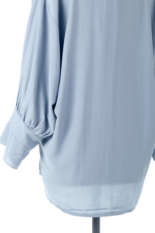 FrillSleeveSlitNeckBlouse袖フリル・キーネックブラウス大人カジュアルに最適な海外ファッションのothers(その他インポートアイテム)のトップスやシャツ・ブラウス。さりげない袖のフリルが可愛らしすぎずオトナな印象のブラウス。くびもとはVネックになっているのですっきりして、パンツにもスカートにも合わせやすい丈感。/main-22