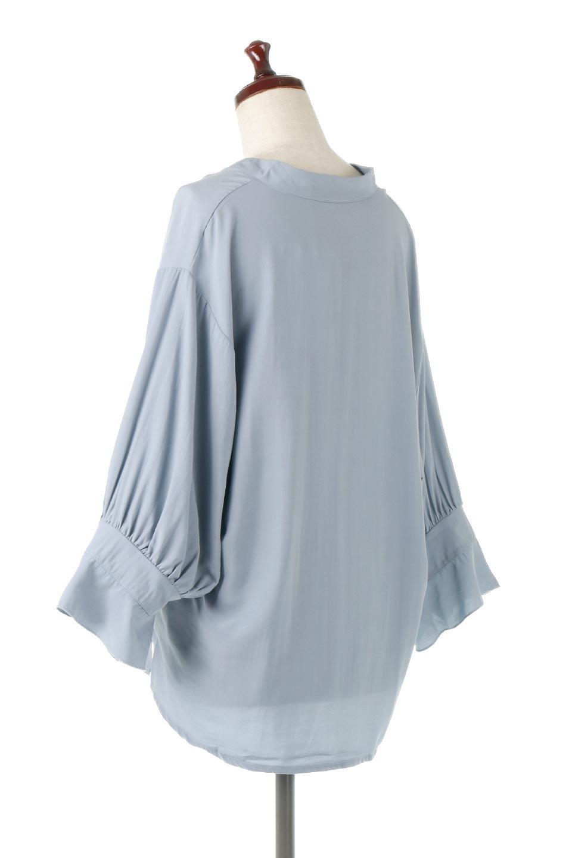 FrillSleeveSlitNeckBlouse袖フリル・キーネックブラウス大人カジュアルに最適な海外ファッションのothers(その他インポートアイテム)のトップスやシャツ・ブラウス。さりげない袖のフリルが可愛らしすぎずオトナな印象のブラウス。くびもとはVネックになっているのですっきりして、パンツにもスカートにも合わせやすい丈感。/main-3