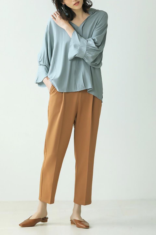 FrillSleeveSlitNeckBlouse袖フリル・キーネックブラウス大人カジュアルに最適な海外ファッションのothers(その他インポートアイテム)のトップスやシャツ・ブラウス。さりげない袖のフリルが可愛らしすぎずオトナな印象のブラウス。くびもとはVネックになっているのですっきりして、パンツにもスカートにも合わせやすい丈感。/main-36