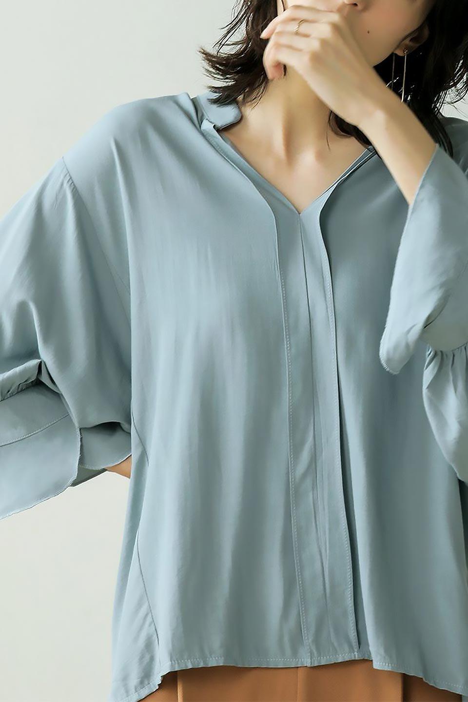 FrillSleeveSlitNeckBlouse袖フリル・キーネックブラウス大人カジュアルに最適な海外ファッションのothers(その他インポートアイテム)のトップスやシャツ・ブラウス。さりげない袖のフリルが可愛らしすぎずオトナな印象のブラウス。くびもとはVネックになっているのですっきりして、パンツにもスカートにも合わせやすい丈感。/main-38