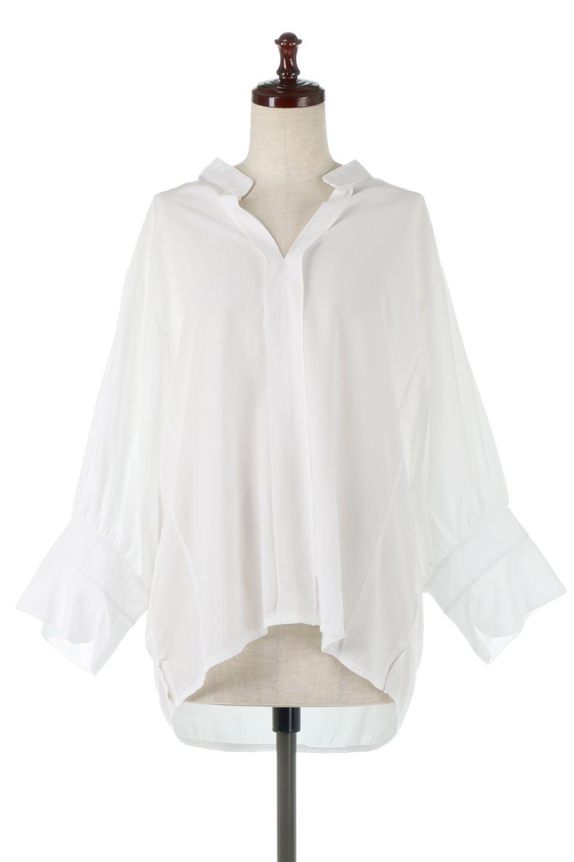 FrillSleeveSlitNeckBlouse袖フリル・キーネックブラウス大人カジュアルに最適な海外ファッションのothers(その他インポートアイテム)のトップスやシャツ・ブラウス。さりげない袖のフリルが可愛らしすぎずオトナな印象のブラウス。くびもとはVネックになっているのですっきりして、パンツにもスカートにも合わせやすい丈感。/main-5