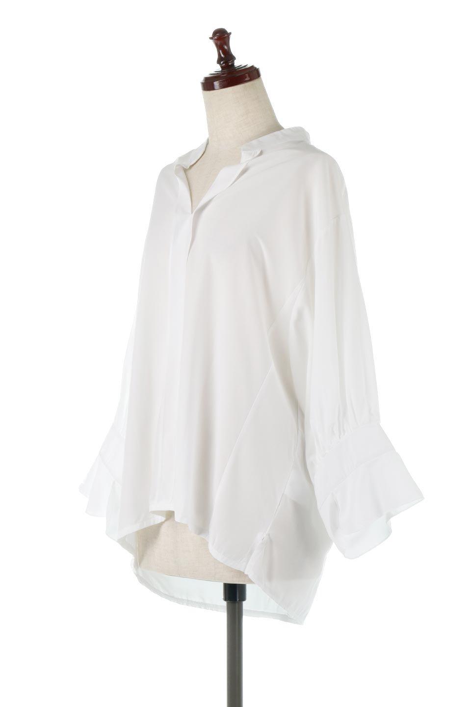 FrillSleeveSlitNeckBlouse袖フリル・キーネックブラウス大人カジュアルに最適な海外ファッションのothers(その他インポートアイテム)のトップスやシャツ・ブラウス。さりげない袖のフリルが可愛らしすぎずオトナな印象のブラウス。くびもとはVネックになっているのですっきりして、パンツにもスカートにも合わせやすい丈感。/main-6