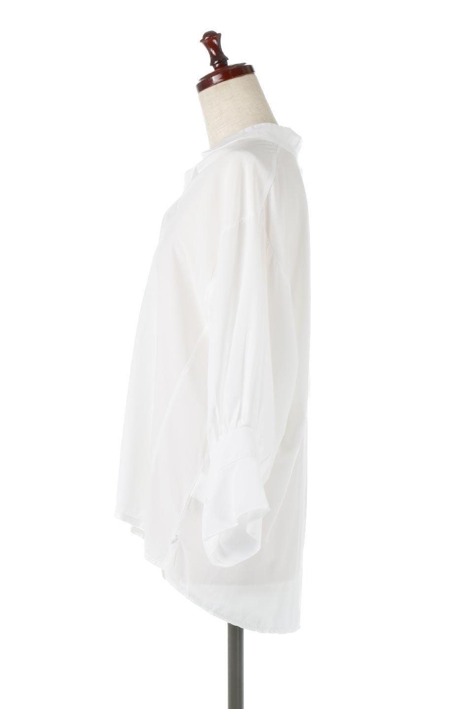 FrillSleeveSlitNeckBlouse袖フリル・キーネックブラウス大人カジュアルに最適な海外ファッションのothers(その他インポートアイテム)のトップスやシャツ・ブラウス。さりげない袖のフリルが可愛らしすぎずオトナな印象のブラウス。くびもとはVネックになっているのですっきりして、パンツにもスカートにも合わせやすい丈感。/main-7