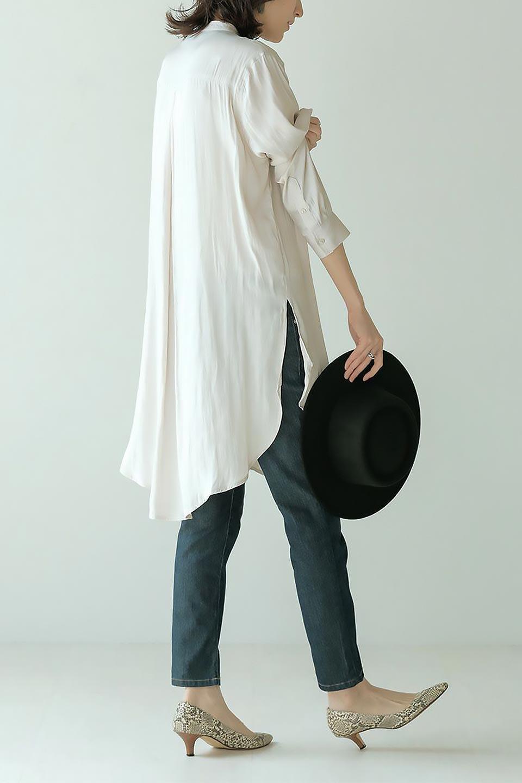 SatinLongShirtsTunicロング丈・サテンシャツチュニック大人カジュアルに最適な海外ファッションのothers(その他インポートアイテム)のトップスやシャツ・ブラウス。普段のコーディネートにプラスするだけで可愛いコーデが完成するツヤ感のあるシャツチュニック。お尻までしっかりと隠れるオーバーサイズがかわいく、いろいろと着こなしができるアイテム。/main-20