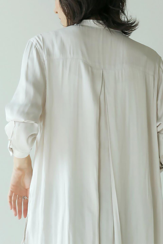 SatinLongShirtsTunicロング丈・サテンシャツチュニック大人カジュアルに最適な海外ファッションのothers(その他インポートアイテム)のトップスやシャツ・ブラウス。普段のコーディネートにプラスするだけで可愛いコーデが完成するツヤ感のあるシャツチュニック。お尻までしっかりと隠れるオーバーサイズがかわいく、いろいろと着こなしができるアイテム。/main-22