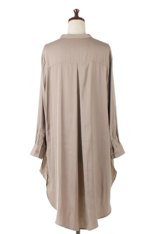 SatinLongShirtsTunicロング丈・サテンシャツチュニック大人カジュアルに最適な海外ファッションのothers(その他インポートアイテム)のトップスやシャツ・ブラウス。普段のコーディネートにプラスするだけで可愛いコーデが完成するツヤ感のあるシャツチュニック。お尻までしっかりと隠れるオーバーサイズがかわいく、いろいろと着こなしができるアイテム。/main-4