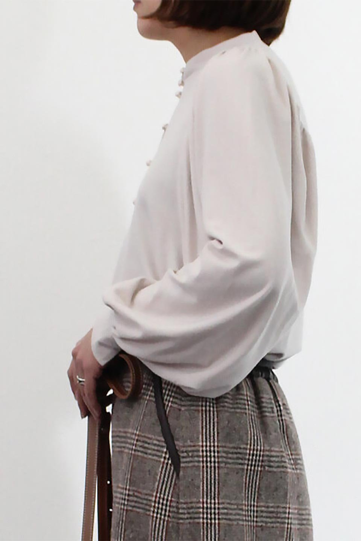 VolumeSleeveSoftBlouseボリュームスリーブ・起毛ブラウス大人カジュアルに最適な海外ファッションのothers(その他インポートアイテム)のトップスやシャツ・ブラウス。ふんわりとした起毛のカットソー生地を使ったブラウス。ボリュームスリーブは肩の切替しにたっぷりとギャザーを入れ、落ち感を綺麗に出してくれます。/main-20