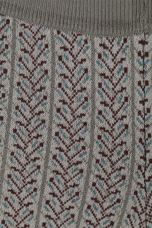 JacquardWeaveSoftKnitPantsソフトジャカード・ニットパンツ大人カジュアルに最適な海外ファッションのothers(その他インポートアイテム)のボトムやパンツ。オリジナルの幾何学な花柄を4色の糸を使いレトロに表現したジャカード織りのロングパンツ。柄のパンツに抵抗がある方でも試しやすいニュアンス感がある曖昧なカラーで、「日常に馴染み」「大人のはずし」に丁度よいソフトな履き心地のパンツです。/main-9