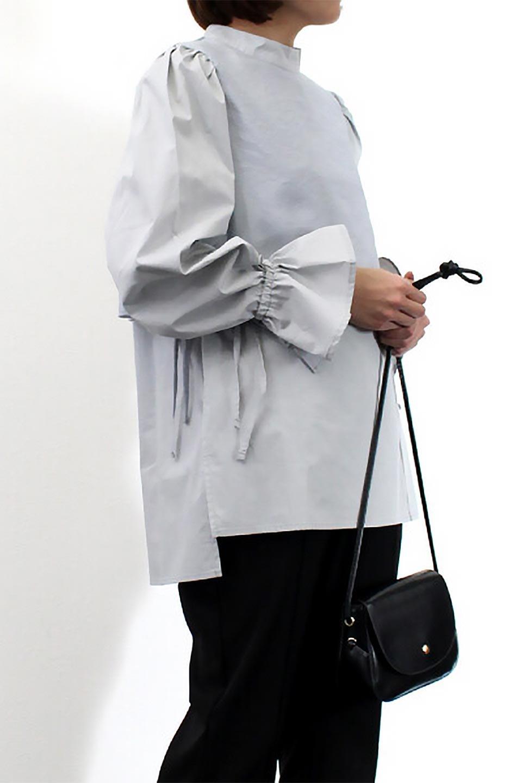 FauxLayeredCandySleeveBlouseシアーサテン・ドッキングブラウス大人カジュアルに最適な海外ファッションのothers(その他インポートアイテム)のトップスやシャツ・ブラウス。春らしい軽やかなシアー感のあるサテンをドッキングさせた長袖ブラウス。ニットベストとのドッキングブラウスよりも春夏向けのアイテム。/main-26