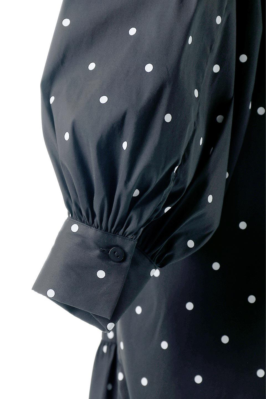 VolumeSleeveDottedLongDressボリュームスリーブ・ドットワンピース大人カジュアルに最適な海外ファッションのothers(その他インポートアイテム)のワンピースやマキシワンピース。定番人気のドット柄「大人フェミニン」な主役ワンピース。コーデをグっと女っぽく仕上げてくれるドット柄にたっぷりのボリューム袖が素敵なワンピースです。/main-10