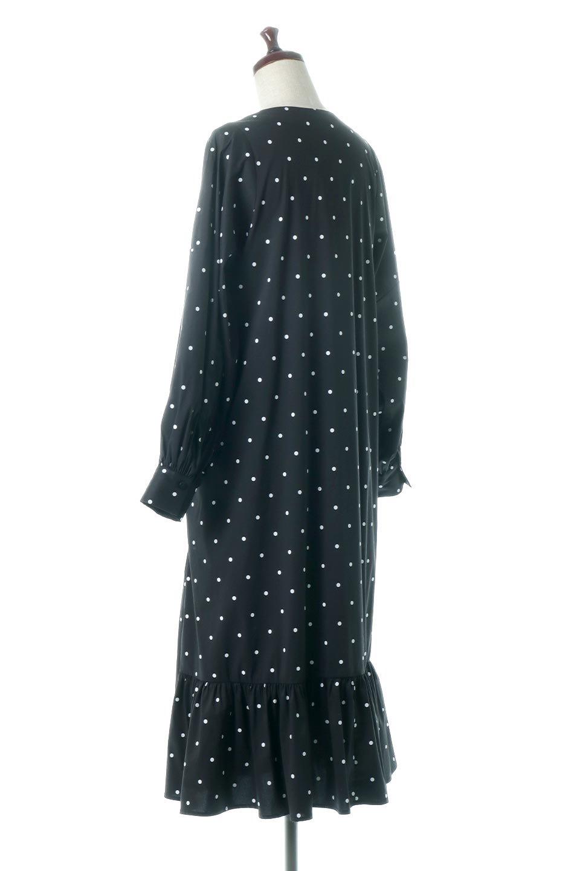 VolumeSleeveDottedLongDressボリュームスリーブ・ドットワンピース大人カジュアルに最適な海外ファッションのothers(その他インポートアイテム)のワンピースやマキシワンピース。定番人気のドット柄「大人フェミニン」な主役ワンピース。コーデをグっと女っぽく仕上げてくれるドット柄にたっぷりのボリューム袖が素敵なワンピースです。/main-3