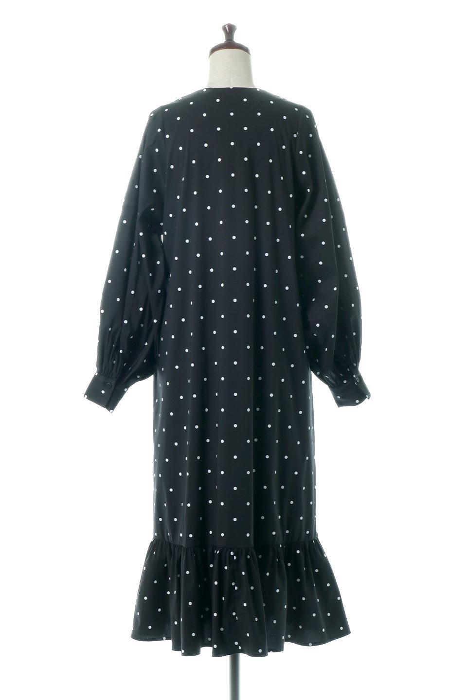 VolumeSleeveDottedLongDressボリュームスリーブ・ドットワンピース大人カジュアルに最適な海外ファッションのothers(その他インポートアイテム)のワンピースやマキシワンピース。定番人気のドット柄「大人フェミニン」な主役ワンピース。コーデをグっと女っぽく仕上げてくれるドット柄にたっぷりのボリューム袖が素敵なワンピースです。/main-4