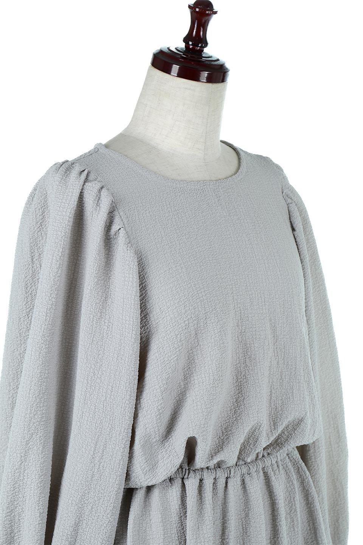 VolumeSleeveTexturedLongDressボリュームスリーブ・ロングワンピース大人カジュアルに最適な海外ファッションのothers(その他インポートアイテム)のワンピースやマキシワンピース。サラリとした肌触りで凹凸のあるリップル生地を使ったロングワンピース。たっぷりとした袖は袖口にかわいいクルミボタンが付いています。/main-15