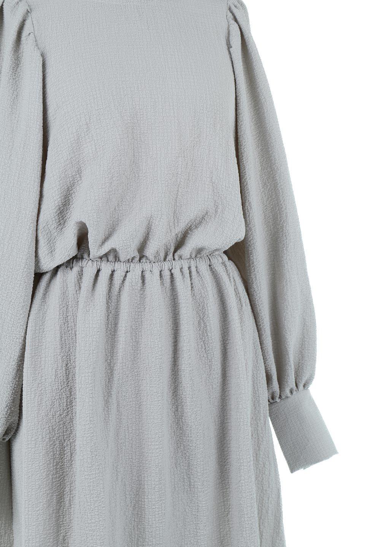 VolumeSleeveTexturedLongDressボリュームスリーブ・ロングワンピース大人カジュアルに最適な海外ファッションのothers(その他インポートアイテム)のワンピースやマキシワンピース。サラリとした肌触りで凹凸のあるリップル生地を使ったロングワンピース。たっぷりとした袖は袖口にかわいいクルミボタンが付いています。/main-19