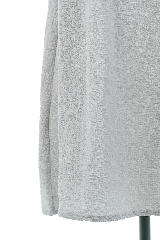 VolumeSleeveTexturedLongDressボリュームスリーブ・ロングワンピース大人カジュアルに最適な海外ファッションのothers(その他インポートアイテム)のワンピースやマキシワンピース。サラリとした肌触りで凹凸のあるリップル生地を使ったロングワンピース。たっぷりとした袖は袖口にかわいいクルミボタンが付いています。/main-22