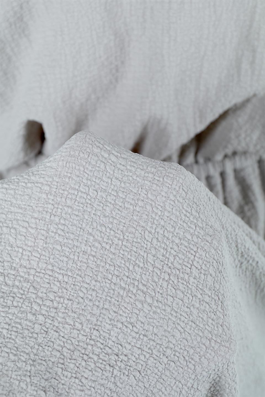 VolumeSleeveTexturedLongDressボリュームスリーブ・ロングワンピース大人カジュアルに最適な海外ファッションのothers(その他インポートアイテム)のワンピースやマキシワンピース。サラリとした肌触りで凹凸のあるリップル生地を使ったロングワンピース。たっぷりとした袖は袖口にかわいいクルミボタンが付いています。/main-23