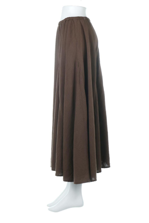 LinenMixLongSummerSkirt麻混・フレアロングスカート大人カジュアルに最適な海外ファッションのothers(その他インポートアイテム)のボトムやスカート。リネンのさらっとした風合いとレーヨンのしなやかさを兼ね備えたロング丈のフレアスカート。リネンとレーヨンをほぼ半々に混ぜ込んだ生地は、程よいハリがありながらもしなやかに落ちて綺麗なシルエットを作ってくれます。/main-12