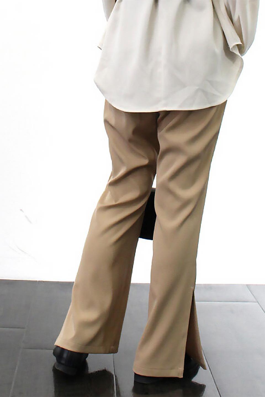 SideSlitSemiFlarePantsサイドスリット・セミフレアパンツ大人カジュアルに最適な海外ファッションのothers(その他インポートアイテム)のボトムやパンツ。クリースステッチ入りのサイドスリットフレアパンツ。キッチリ感もありながらスリットのヌケ感もあり、様々なシーンで活躍しそうなパンツです。/main-26