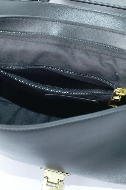 meliebiancoのErica(Black)2ウェイストラップ・ヘキサショルダーバッグ/海外ファッション好きにオススメのインポートバッグとかばん、MelieBianco(メリービアンコ)のバッグやショルダーバッグ。六角形のシルエットが可愛い程よいサイズ感のショルダーバッグ。ストラップはロングとショートの2パターンで楽しめます。/main-14