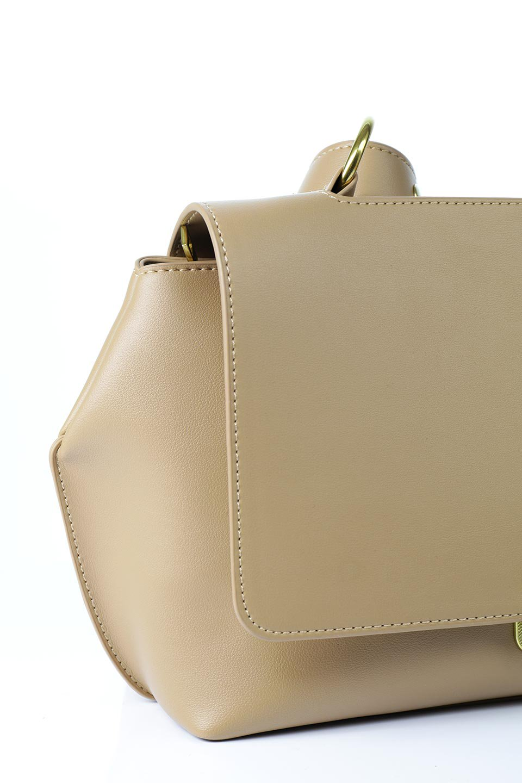 meliebiancoのErica(Tan)2ウェイストラップ・ヘキサショルダーバッグ/海外ファッション好きにオススメのインポートバッグとかばん、MelieBianco(メリービアンコ)のバッグやショルダーバッグ。六角形のシルエットが可愛い程よいサイズ感のショルダーバッグ。ストラップはロングとショートの2パターンで楽しめます。/main-6