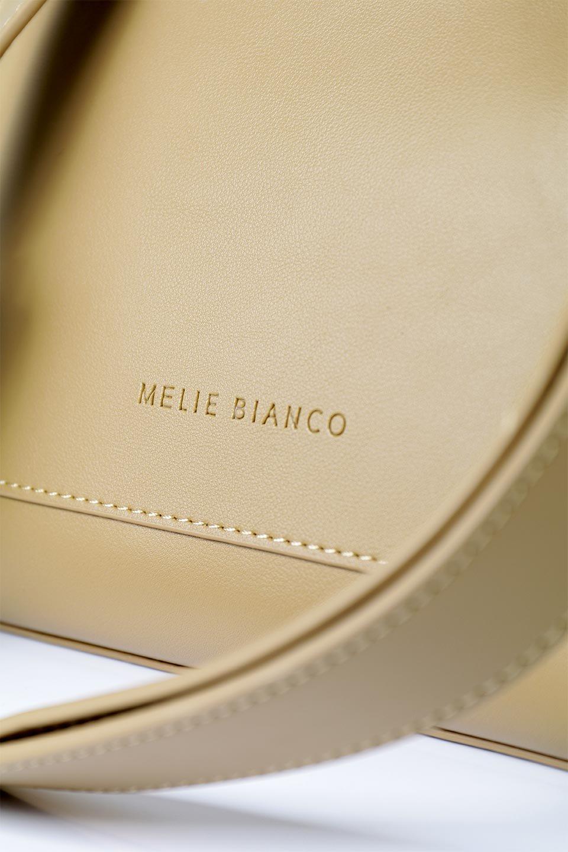 meliebiancoのErica(Tan)2ウェイストラップ・ヘキサショルダーバッグ/海外ファッション好きにオススメのインポートバッグとかばん、MelieBianco(メリービアンコ)のバッグやショルダーバッグ。六角形のシルエットが可愛い程よいサイズ感のショルダーバッグ。ストラップはロングとショートの2パターンで楽しめます。/main-7