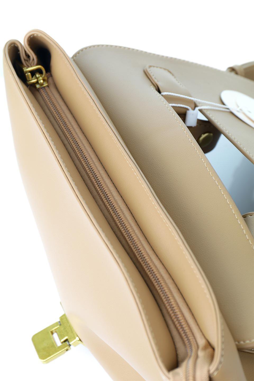meliebiancoのErica(Tan)2ウェイストラップ・ヘキサショルダーバッグ/海外ファッション好きにオススメのインポートバッグとかばん、MelieBianco(メリービアンコ)のバッグやショルダーバッグ。六角形のシルエットが可愛い程よいサイズ感のショルダーバッグ。ストラップはロングとショートの2パターンで楽しめます。/main-9
