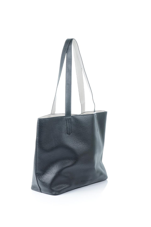 meliebiancoのDenise(Black)ポーチ付き・リバーシブルトートバッグ/海外ファッション好きにオススメのインポートバッグとかばん、MelieBianco(メリービアンコ)のバッグやトートバッグ。シンプルなキャンバスポーチが付いたシンプルなトートバッグ。ソフトでなめらかなメリービアンコ独自のプレミアムビーガンレザーを使用。/main-3
