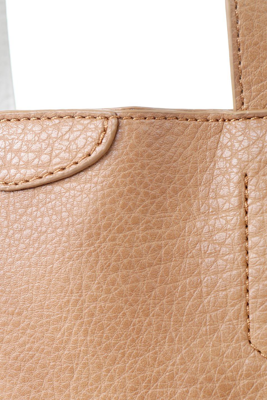 meliebiancoのDenise(Tan)ポーチ付き・リバーシブルトートバッグ/海外ファッション好きにオススメのインポートバッグとかばん、MelieBianco(メリービアンコ)のバッグやトートバッグ。シンプルなキャンバスポーチが付いたシンプルなトートバッグ。ソフトでなめらかなメリービアンコ独自のプレミアムビーガンレザーを使用。/main-6