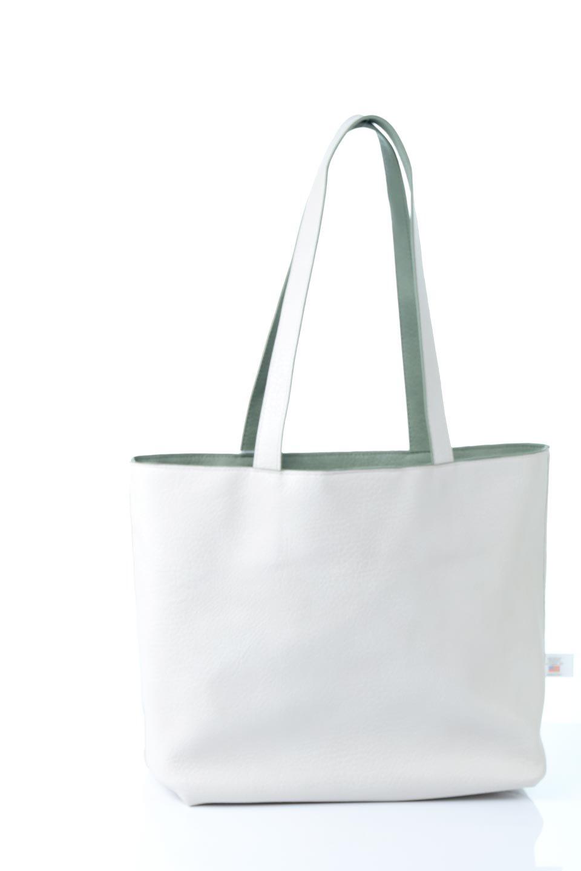 meliebiancoのDenise(Mint)ポーチ付き・リバーシブルトートバッグ/海外ファッション好きにオススメのインポートバッグとかばん、MelieBianco(メリービアンコ)のバッグやトートバッグ。シンプルなキャンバスポーチが付いたシンプルなトートバッグ。ソフトでなめらかなメリービアンコ独自のプレミアムビーガンレザーを使用。/main-14
